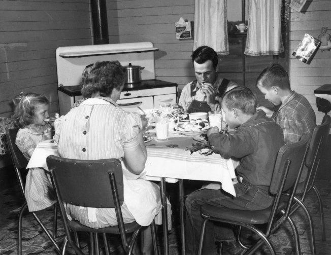 family-dinner-50s