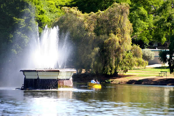 zoo_lake_fountain